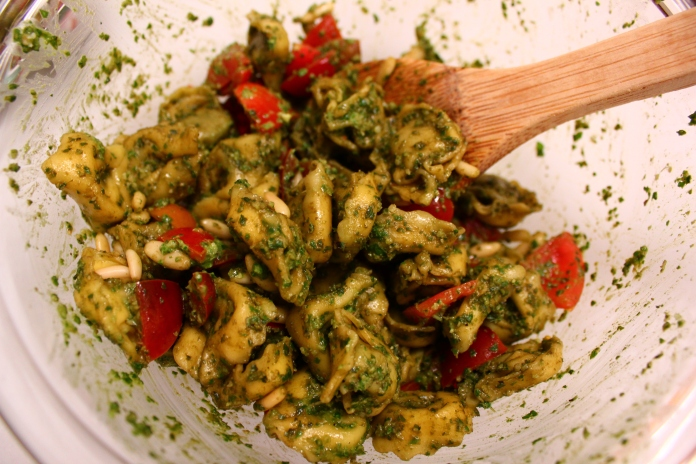 Spinach Tortellini with Pesto & Tomatoes